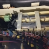 2 ЭБУ расположены под салонным фильтром